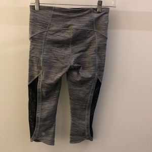lululemon athletica Pants - Lululemon gray and black crop legging, sz 4, 68772